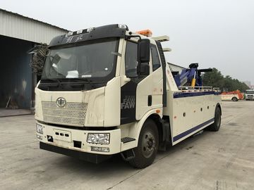 China Medium Duty Intergrated Emergency Tow Truck , 8 Tons Custom Wrecker Trucks With Crane supplier