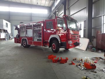 China Rescue Fire Brigade Truck Howo 4 X 2 Emergency Fire Fighting Truck With 5 Tons Crane distributor