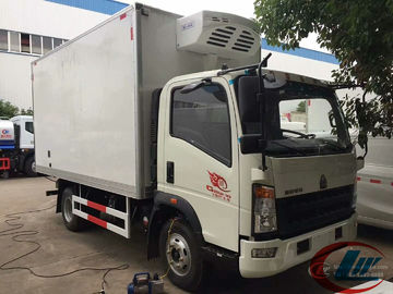 China LHD RHD Howo 4X2 Refrigerated Box Truck , 4t Frozen Meat Delivery Trucks factory